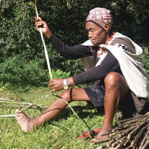 Honigjagd: Knüpfen mit Seilen aus Bambusfasern