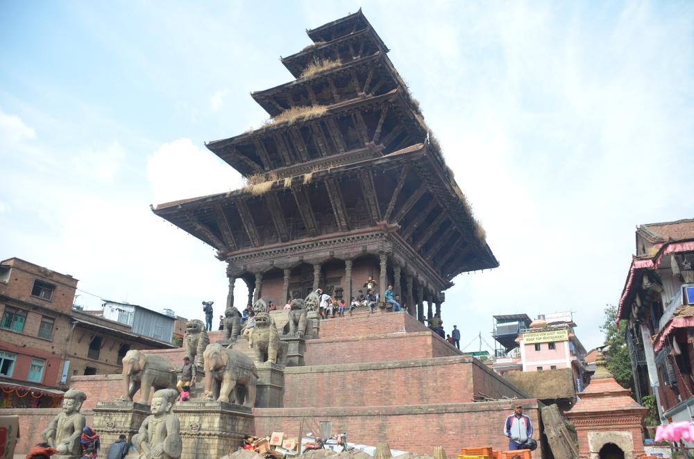 Der fünfgeschossige Nyatapolatempel