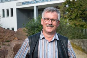 Josef Settele erklärt, wann und wo Wild- und Honigbienen zu Nahrungskonkurrenten werden.